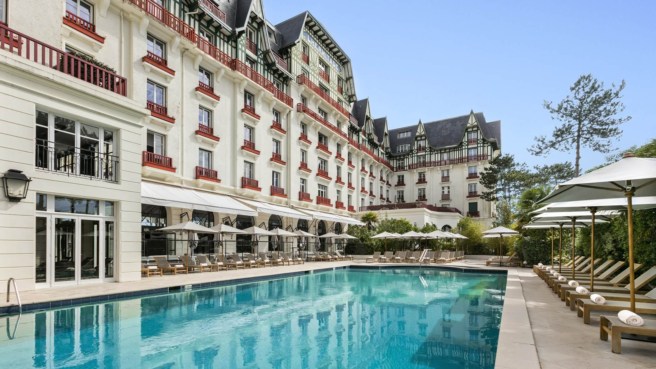 Barrière Hotel l'Hermitage piscine